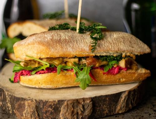Rhabarber Chili Pulled Pork Sandwich