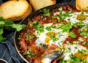 Mit veganen, pochierten Eiern
