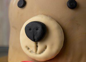 Nase aus Fondant, Schnauze gefüllt mit Biskuit