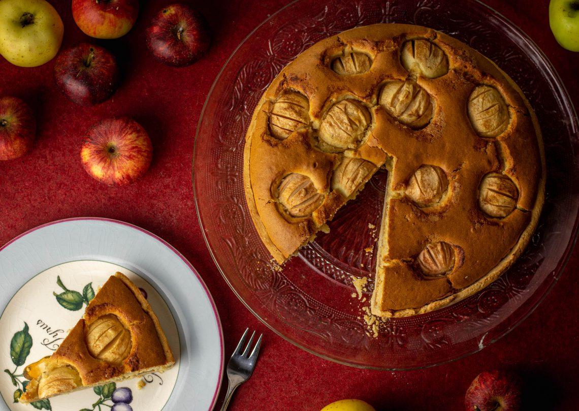 Versunkener Apfelkuchen mit Amaretto und Marzipan
