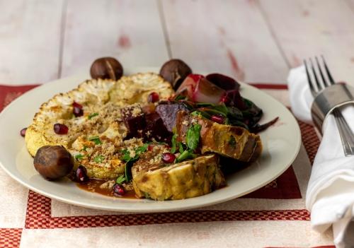 Beete-Mangold-Gemüse, Laugenknödel, Maronenparmesan, Sauce...
