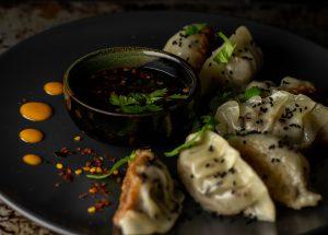 Chiliflocken, Limette und Knoblauch im Dip