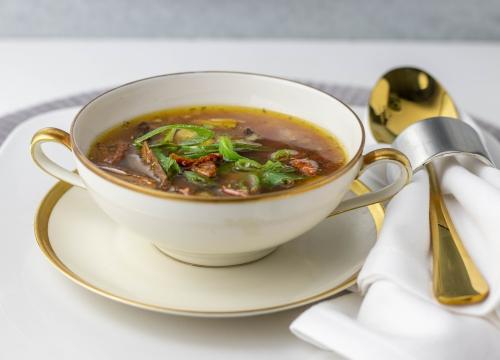 Mit nussigen Esskastanien in der Suppe