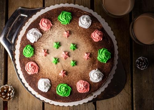 Baileys-Torte, mit weihnachtlichem Dekor