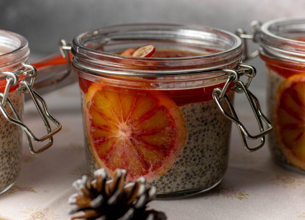Chiapudding, winterlich mit Blutorangen und Cranberrykompott