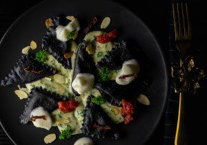 Ricotta-Tomaten-Ravioli mit Petersiliensauce und Trüffelschaum