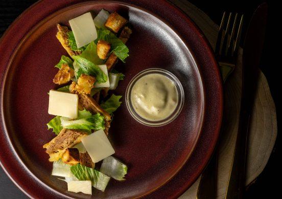 Knackiger Romana, käsige Croutons & Parmesan