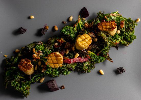 Vegane Jakobsmuscheln auf Grünkohl und Rote Beete