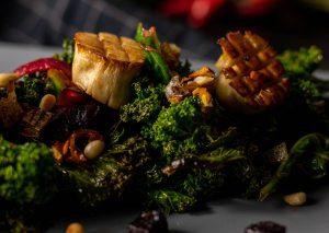 Mit veganen Sardellen im Gemüse