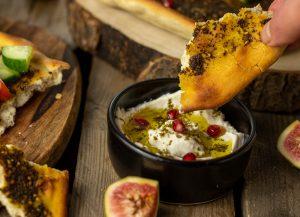 Zatar Brot, köstlich mit Labneh
