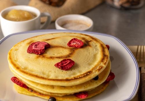 Goldbraun angebratene Pfannkuchen