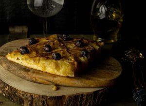 Die Pissaladière ist eine Spezialität aus der Provence