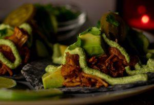 Mit frischer Avocado in Limettensaft