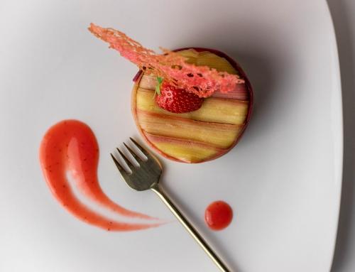 Fruchtige Erdbeercreme rundet den Kuchen ab