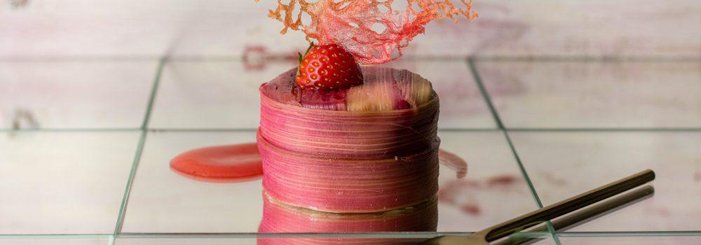 Feine Rhabarberkäseküchlein mit Erdbeerfüllung