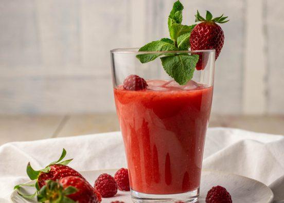Roter Smoothie - gesund und in 5 Minuten selbstgemacht