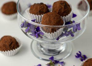 Essbare Blüten und Schokolade