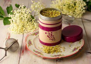 Der frisch getrocknete Holunderblütentee