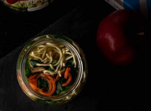 Mittwoch: Ramen mit Spinat, Pilzen und Karotte