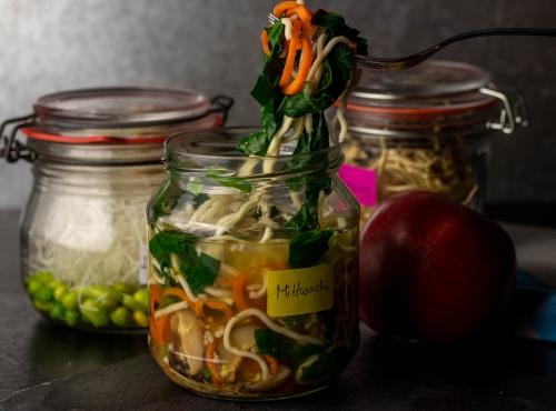 Instant Nudeln: frisch und einfach zuhause vorbereitet