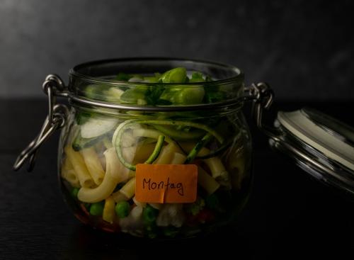 Montags Veggie Suppe ist fertig für den Kühlschrank