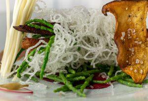 Frittierte und roher Seespargel