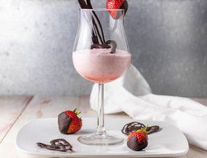 Aquafabamousse mit Erdbeeren