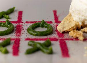 Süßes, grünes Basilikum-Löwenzahnhonig-Pesto