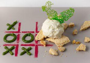 Pesto aus frischem Basilikum mit selbstgemachtem Löwenzahnhonig
