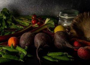 Frisches saisonales Obst und Gemüse