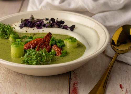 Vegane Cremesuppe aus regionalen Zutaten