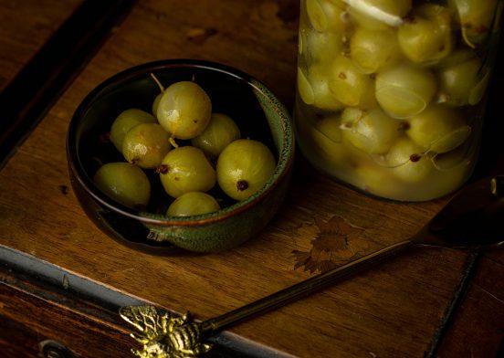 Milchsauer fermentierte Stachelbeeren