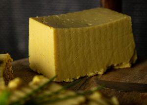 Schnittfester veganer Käse der schmilzt