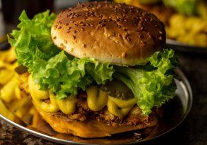 Deftiger Chicken of the Woods Crunch Burger