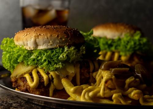 Chicken of the Woods Crunch Burger - mit Patties aus Schwefelporling