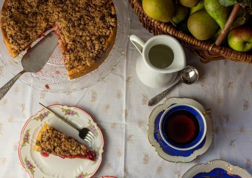 Leckerer Zwetschenkuchen auf der Kaffeetafel