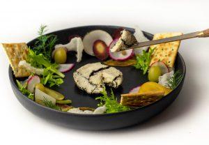 Köstlich mit kleinen Gemüsehäppchen und Crackern