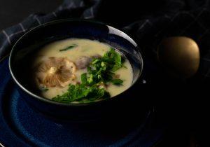 Diese köstliche Cremesuppe lebt vom Eigengeschmack des Winterpilzes