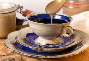 Kondensmilch im Kaffee