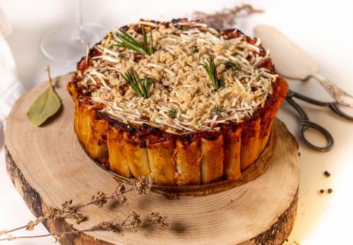 Fertige Rigatoni Torte frisch aus dem Ofen
