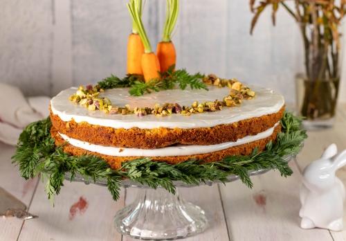 Saftiger Karottenkuchen mit Frischkäseglasur – vegan