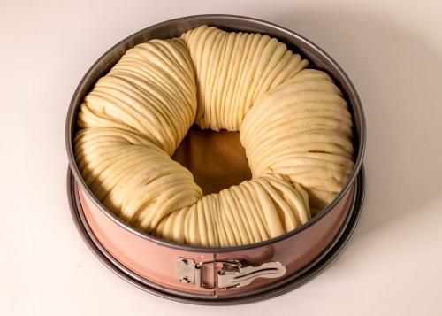 8. Das süße, gefüllte Wollknäuelbrot ist bereit für den Ofen
