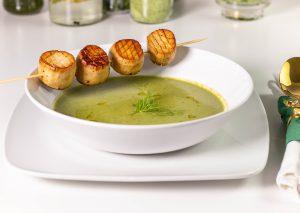 Diese Frühlingssuppe ist eine tolle Vorsuppe für ein saisonales Menü
