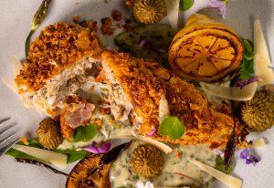 Zartes, rein pflanzliches Hähnchenfleisch in Reispapierhaut und krosser Panade