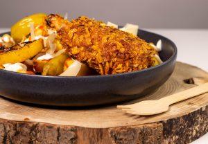 Eine krosse, dicke Panade aus Cornflakes und Röstzwiebeln