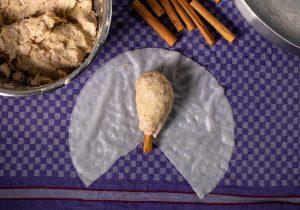 Schritt 3: Die Rohe Keule auf das feuchte Reispapier legen
