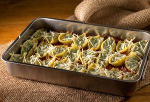 Muschelnudeln mit Ricotta-Spinat-Füllung - bereit für den Ofen