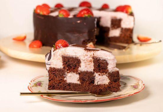 Schachbrettkuchen - ein Traum aus Erdbeer und Schokolade!