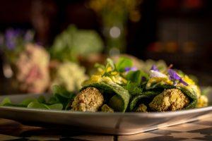 Bevor Rhabarberblüten auf dem Kompost landen, kann man viel besser damit kochen