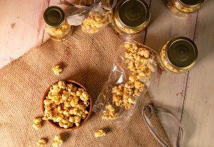 Luftdicht verpackt hält Karamell Popcorn mehrere Wochen